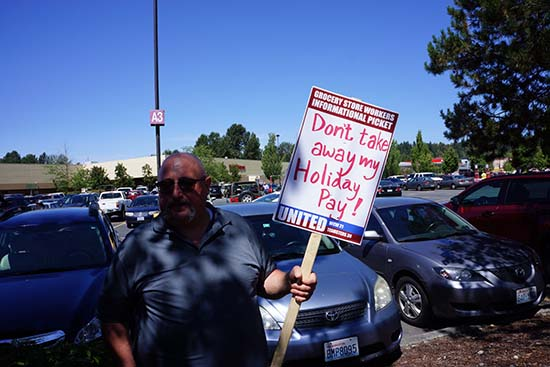 Area grocery workers protest over unfavorable union contract talks